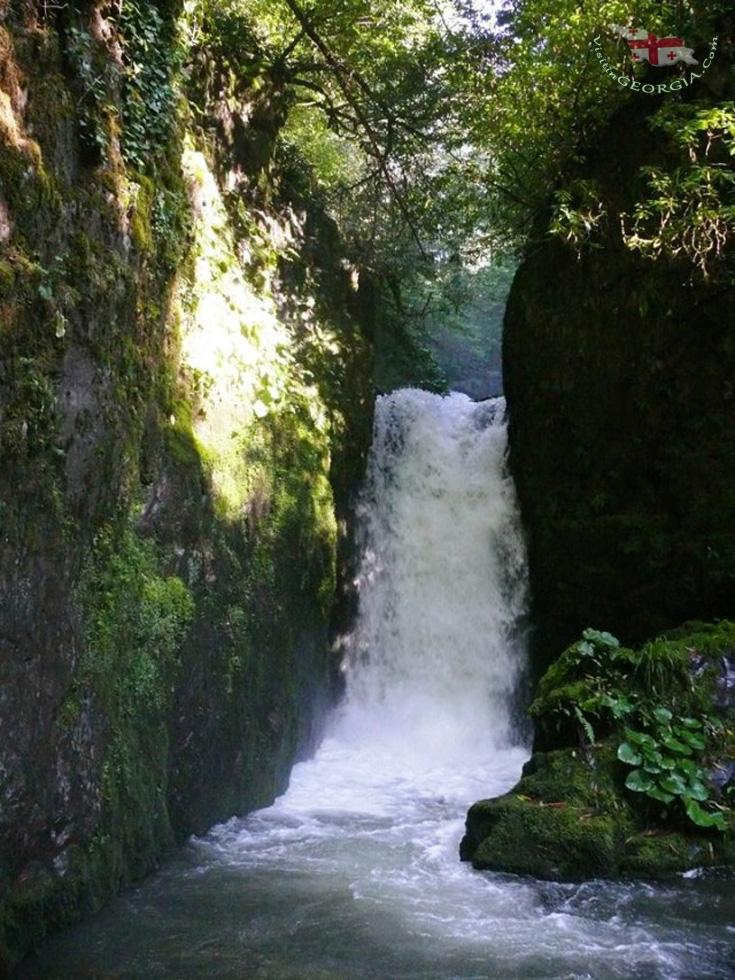 Водопад - Национальный парк Мтирала