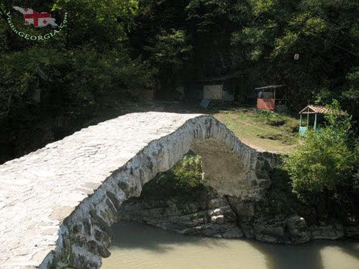 მახუნცეთის ჩანჩქერი და ხიდი - აჭარა