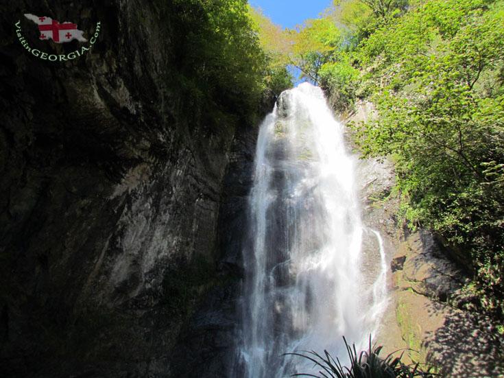 Falls and Makhuntseti Bridge